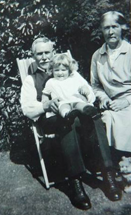 Charles & Alice Whitehead with Dorothy