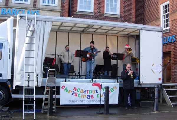 Headington Baptist Church sing carols